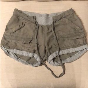 Splendid linen-like shorts with grey jersey cuffs.